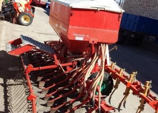 Sembradora neumatica Kverneland Accord de 32 rejas con cultivador y rastra.