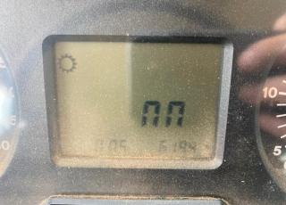 JOHN DEERE 6620 DT con doble traccion, cambio mecanico de 24 x 24 (6 grupos de 4 velocidades bajo carga) y con inversor electrohidraulico, con dos distribuidores traseros mecanicos, cabina climatizada y ruedas a mitad de uso, con tan solo 6.200 horas de trabajo