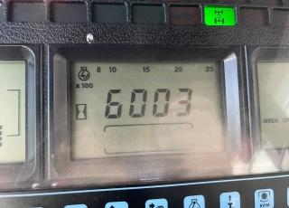 New Holland 8360DT, cambio 18x6 powershift, con defectos de chapa y pintura, 4 distribudores traseros mecanicos, enganche de petaca, cabina climatizada, inversor hidraulico.